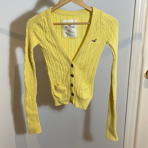 FREE w/ 3+ Bundle ✴️ Hollister Stretchy Knit Cardi